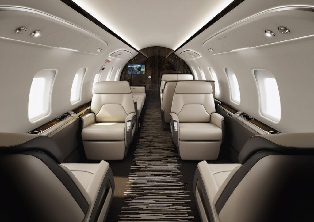 Bombardier Challenger 650 Interior forward cabin, four club seats