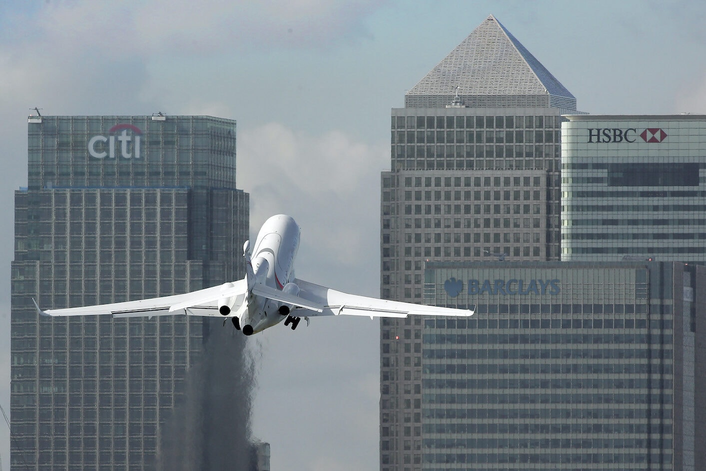Dassault Falcon 8X take off London city airport. private jet from london to new york
